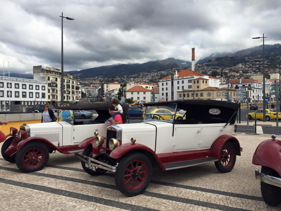 Discover Funchal in a vintage car